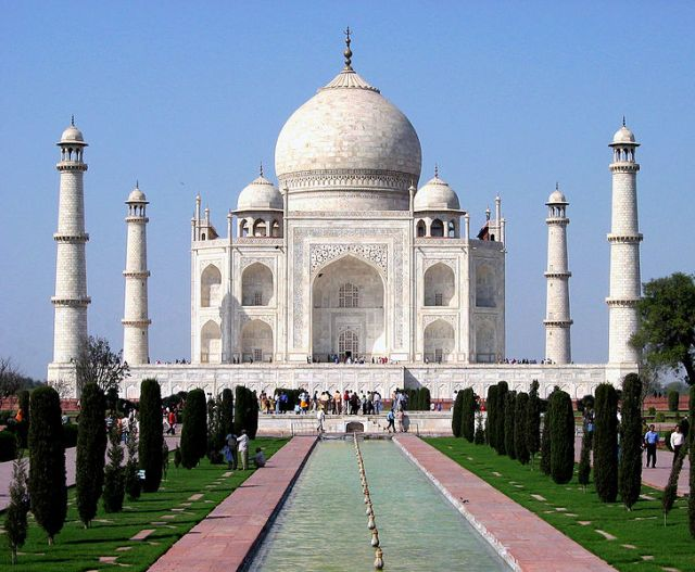 728px-taj_mahal_in_march_20043
