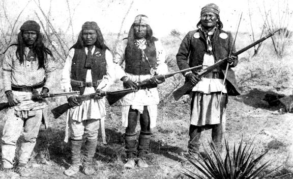 apache_chieff_geronimo_28right29_and_his_warriors_in_1886