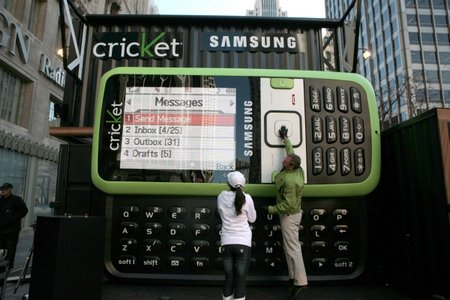 samsung-and-cricket-worlds-largest-cell-phone